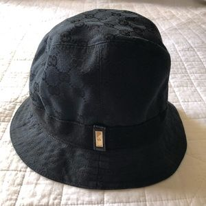 💯AUTHENTIC GUCCI BUCKET HAT.
